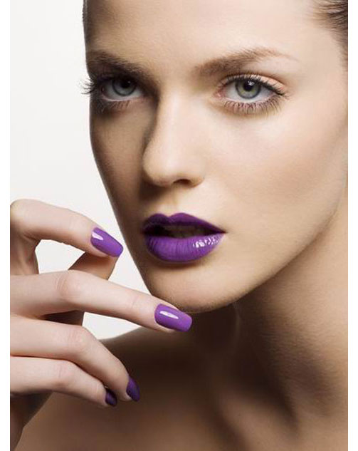 purple-lips-nailpolish